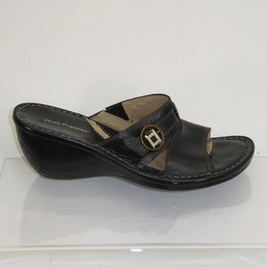 Hush Puppies Black Sandals Size 7M #156